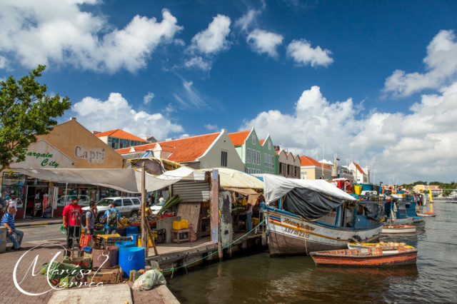 The floating market, Willemstad